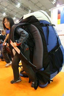 Sobat Pulsk, besar sekali tas ranselnya, bisa bawa barang satu kamar tentunya.