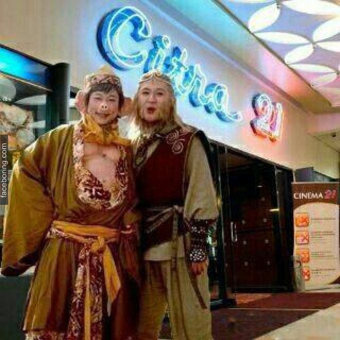 Kera Sakti mampir ke Cinema 21 dalam penayangan perdana Tukang Bubur Nyaris Naik Haji