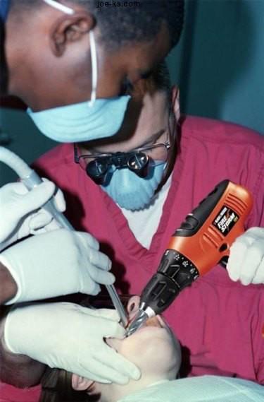 Sobat Pulsk, kalau mengebor gigi pakai bor besi seperti ini, apa gigi kita tidak tambah rusak ya.