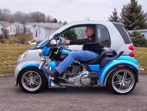 sobat Pulsk, keren ya desain dari mobil mini ini yang dilukis mirip harley davidson.