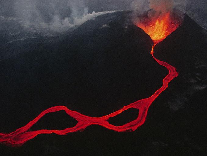 Terlihat Indah Indah,,, Apa yang Anda sudah tahu tentang gunung berapi dari buku-buku, televisi, film, atau pengalaman pribadi? Menulis jawaban siswa di papan tulis dan membandingkan dan kontras mereka. Kemudian menjelaskan kepada siswa bahwa a