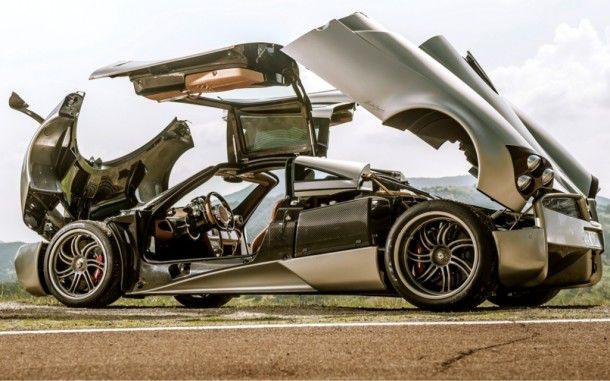 Sobat Pulsk, keren ya mobil Pagani Huayra ini, bisa dibuka semua bagian covernya.