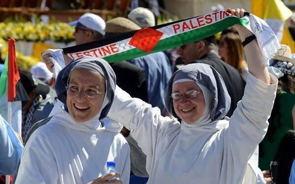 Para biarawati gereja yang mendukung Palestine