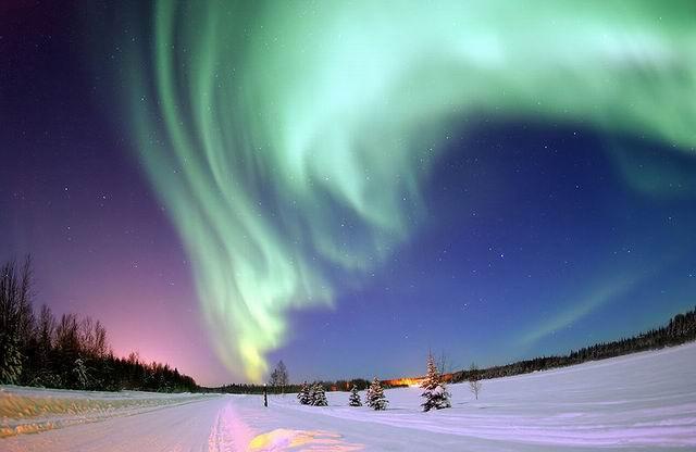indah banget yaaa Sinar Aurora Borealis nyaaa