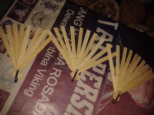 Rangka kipas kerajinan tangan rajapolah bahan setengah jadi dari kipas terbuat dari bambu Info lebih lanjut Anda bisa hubungi ke : No hp : 085222308405 PIN BB : 76AA8749