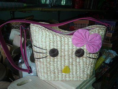 Tas Hello Kitty Bahan mendong berkualitas baik unik bentuknya cerah warnanya asli rajapolah tasikmalaya Info lebih lanjut Anda bisa hubungi ke : No hp : 085222308405 PIN BB : 76AA8749