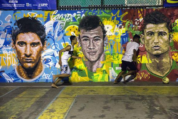 Messi Neymar Dan Ronaldo Di Jalan De Janeiro
