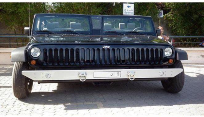 Sobat Pulsk, keren ya mobil jeep kembar siam ini.