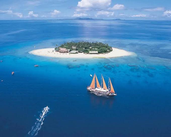 Sobat Pulsk, keren ya pemandangan di resort kepulauan Beachcomber Fiji ini, sangat PULKS sekali ya, cocok untuk liburan keluarga.