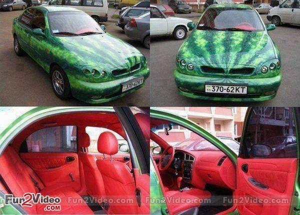Sobat Pulsk, keren ya motif mobil dengan tema semangka ini, pasti yang punya adalah juragan semangka ya.
