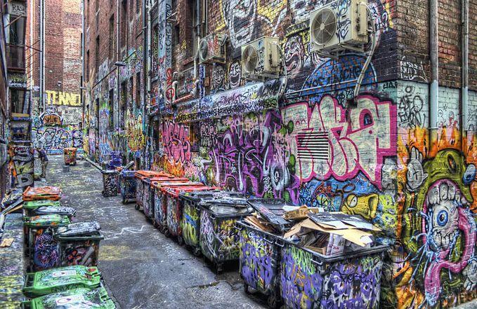 Sobat Pulsk, graffiti di salah satu gang di kota New York ini sangat beragam ya, biasanya dihuni oleh para gangster.