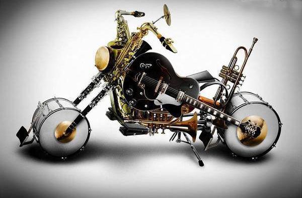 Sobat Pulsk, keren ya kreasi Harley davidson dari peralatan musik ini.