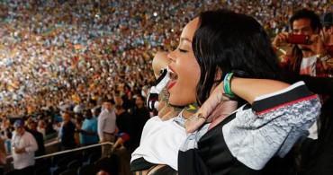 Wawww, Rihanna Buka Baju Saat Final Jerman vs Argentina