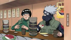 Kira-kira gimana ya cara Kakashi makan, tanpa membuka penutup wajahnya??
