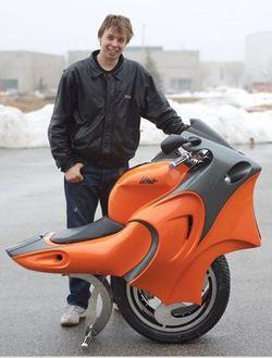 sepeda motor uno ini punya self balancing lho dan beneran bisa jalan layaknya sepeda motor biasa. keren ya sobat pulsk?