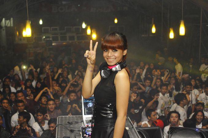 DJ Melly Shu (Rmusic) Follow @DJMellyshu @Rmusicdj