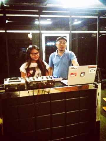 Gosip Terbaru , Aurel Hermansyah Belajar DJ dengan DJ ReJason (Rmusic Rec). Wah Mau saingin DJ Yasmin, DJ Una sama DJ Melly Shu yaah? Follow @djrejason