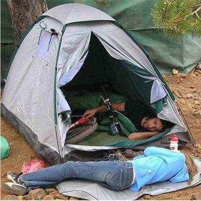 Mending tidur ama sepedanya daripada bininya..hihihi :D #TidurDiluarDuluSana :D