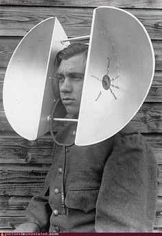 Sobat Pulsk, jika mau menangkap suara lebih jelas, bisa pakai tambahan daun telinga seperti ini, dijamin orang yang sedang menggosipkan kita akan terdengar jelas walau jaraknya agak jauh.