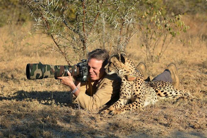 """Fotografer : """"Nih hewannya mana sih, gak nongol2..? Macan : """"Gue disamping lo bro..!! Wkwkwkwk"""