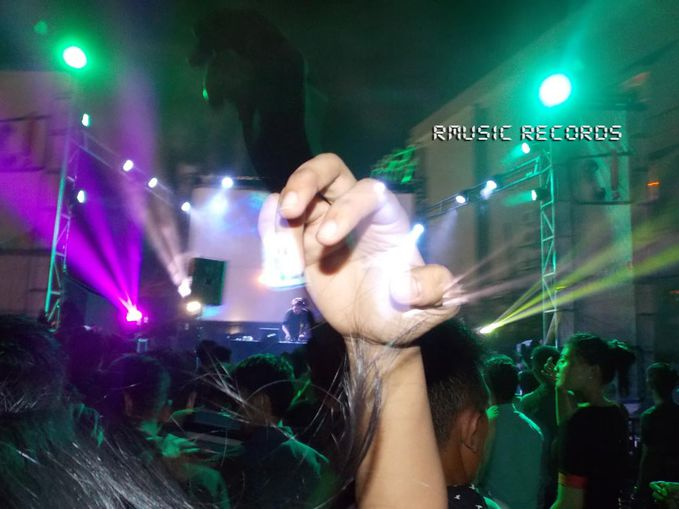 Saturdance Swimming Pool Party di Hotel Swissbel Kendari 23 Agustus 2014 yg dimeriahkan oleh DJ Herjunot Ali (FTV/Sinetron/DJ) & DJ Melly Shu (Rmusic Rec). Fotographer by ReJason