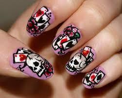 skull lovers?? WOW nya yahh! nail art dengan design yang keren ini patut di klik WOW