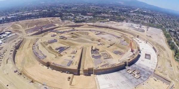 *Tampilan Kampus Apple dari Drone* Sebuah video yang diunggah ke Youtube menampilkan progres yang pesat dari pembangunan kampus baru Apple yang terletak di Cupertino, California