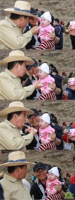 Inilah ekspressi bayi yang lucu ketika dijahilin orang