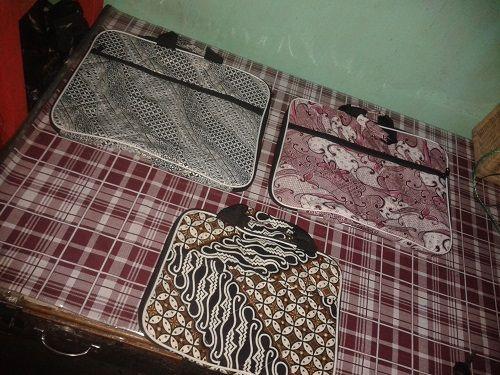 Tas Batik Laptop Kerajinan Tangan Rajapolah Tasikmalaya Info lebih lanjut silahkan Anda bisa hubungi ke : No hp : 085222308405 PIN BB : 76AA8749 Tweeter : @RajapolahArt