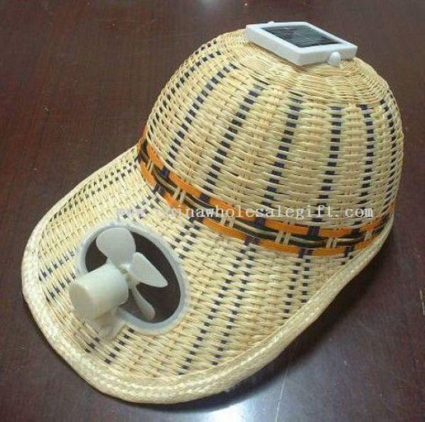 ketika hendak berpergian pada siang hari, topi dengan kipas angin bertenaga sinar ultraviolet dapat kamu gunakan,loh.