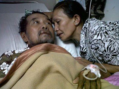 KISAH Mengharukan KESABARAN istri dan anaknya menunggu kesembuhan suaminya SELAMA 15 TAHUN ..