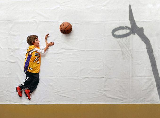 Ia ingin merasakan dinginnya air dan bermain bersama ikan-ikan, belajar memasukan bola basket ke dalam keranjang, melompat dan salto, bahkan sekadar meniti anak tangga. Sederhana bagi kita yang sehat, nyatanya tidak demikian untuk Luka.