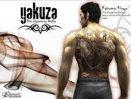 YAKUZA 1 @Playstation 2 Yakuza, awalnya dirilis di Jepang. sebuah game action-adventure yang dikembangkan dan diterbitkan oleh Sega pada tahun 2005 untuk PlayStation 2 . Versi barat dirilis pada tahun berikutnya. Ceritanya mengisahkan Yakuza K