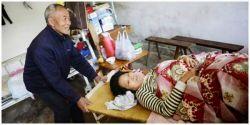 Mengharukan, Pria Ini Menghabiskan 24 Tahun Untuk Membayar Hutang Pengobatan Istrinya