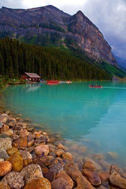 Danau Biru & Gunung yang Indah, jadi pengen mandi deh