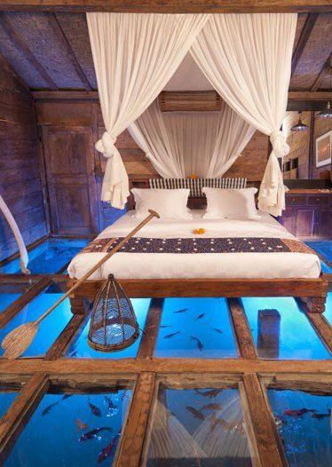 Kamar Tidur Dengan Lantai Kaca