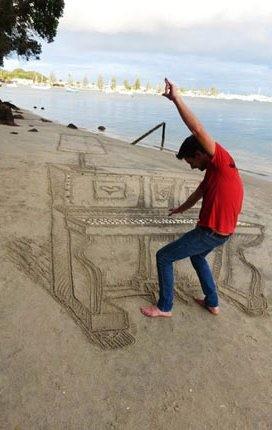 Gambar Piano Di Pasir