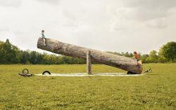 lebih besar pasak dari pada tiang.. wakwkawkaw... gima mau gerak, udah beratan kayunya kelessss...