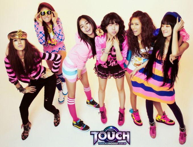 """Touch Online , new 3D casual game dance dengan hits-hits KPOP (Korean) . Mari bergabung dan rasakan serunya menari bersama """"T-dancers"""" se- Indonesia . Klik official website http://touch.prodigy.co.id/home/ . Belum punya ID? Register aja.. ^_^"""