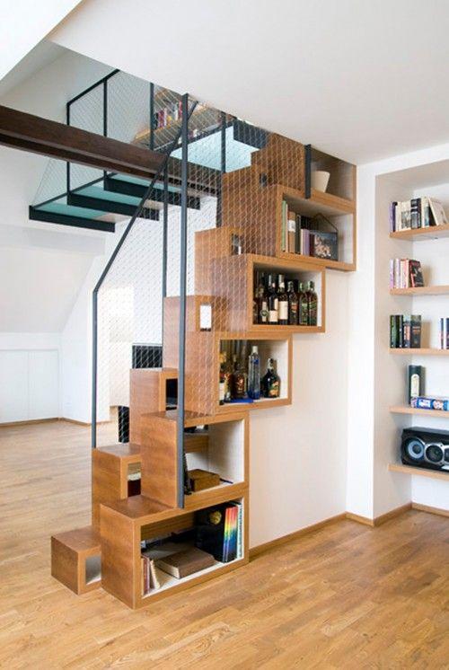 tangga sebagai storage