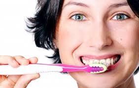 apa benar gosok gigi dengan pasta gigi yang mengandung floride bisa menimbulkan berbagai macam penyakit bahkan kemandulan iya sahabat pulsker karena bahan untuk pembuat floride terbuat dari inti atom yang berfungsi untuk memutihkan gigi,