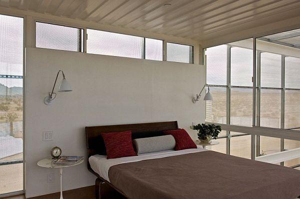 Lebih dalam lagi, ini salah satu kamar yang ada dalam rumah tersebut. Selain rumah ini, Masih ada rumah lain yang terbuat dari container yang di modif.