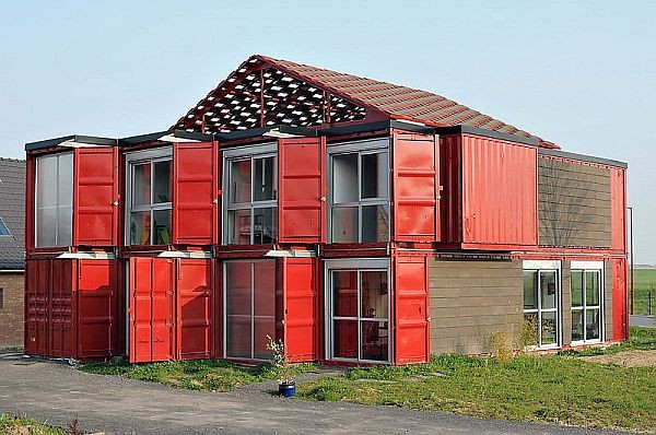 Maison Container by Patrick Partouche, Pembuatan Rumah kontainer yang satu ini bukanlah perkara yang mudah dan murah, karena biayanya mencapai 220.000 euro :o