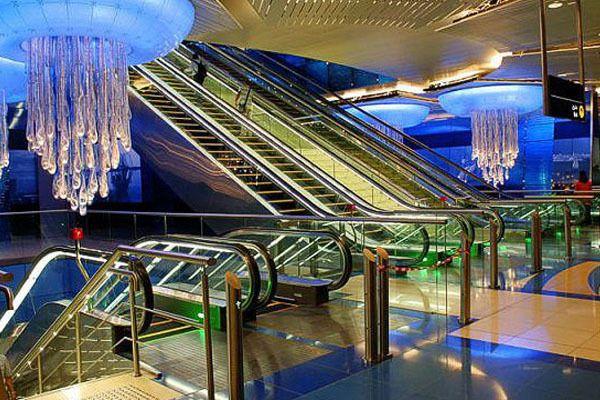 Dubai terkenal dengan kemewahannya, ngga heran stasiunnya sekeren ini, MRTnya aja juga keren ngga pake masinis lho memeindonesiaer.