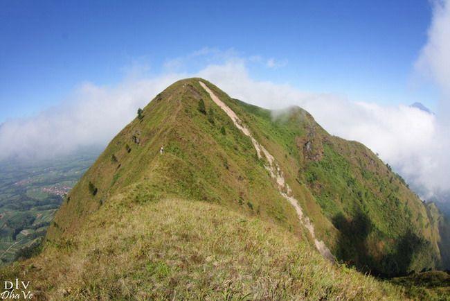 subhanallah mantep tenan iki gunung telomoyo alias andong ....monggo do muncak maring andong kecamatan grabag .....