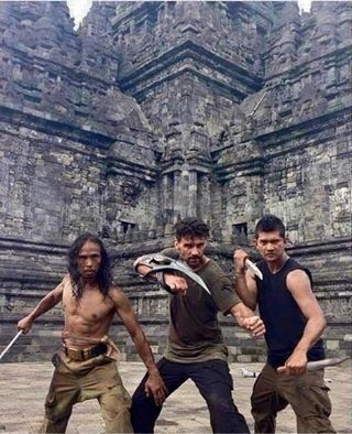 Mantaaff Broo.... Yayan Ruhiyan alias MADDOG, -, Iko Uwais saat syuting di film Star Wars: Episode VII - The Force Awakens :v :v