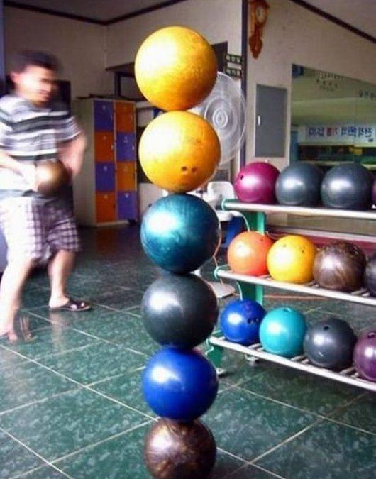 Foto-foto ini menjelaskan keseimbangan yang sempurna oleh gravitasi.
