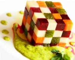 Kalo liat menu buah dgn bentuk rubik, gak tega buat dimakan....cantik banget :D wownya duong..hihihihihihihih