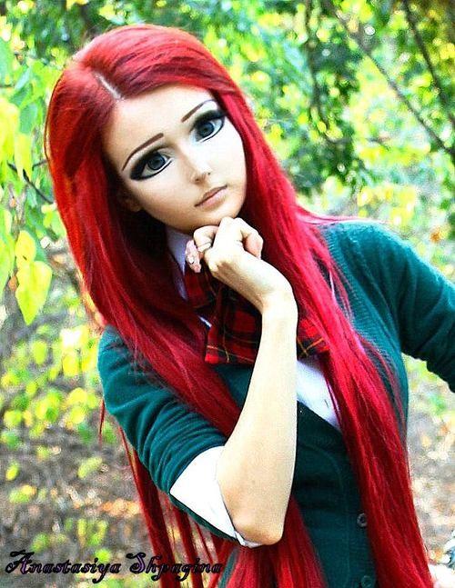 8. Anastasiya Shpagina Berita tentang wanita asal Odessa yang mengubah tubuhnya agar mirip boneka telah banyak beredar. Trend ini menyebar ke seluruh dunia dan disebut sebagai Barbie Flu. Anastasiya yang berasal dari ukraina mengubah dirinya s