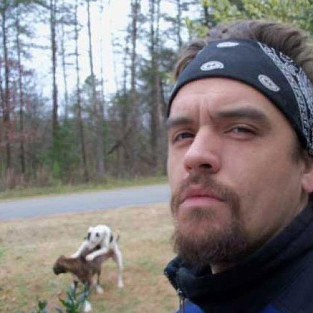 Selfie saat anjing dibelakangnya lagi kawin..ada2 aja yaa Pulsker